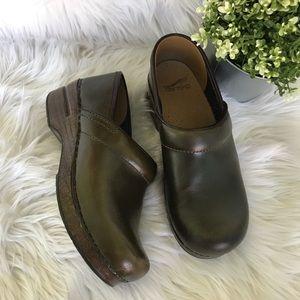 Dansko Green Glogs Nurse Shoes size 7